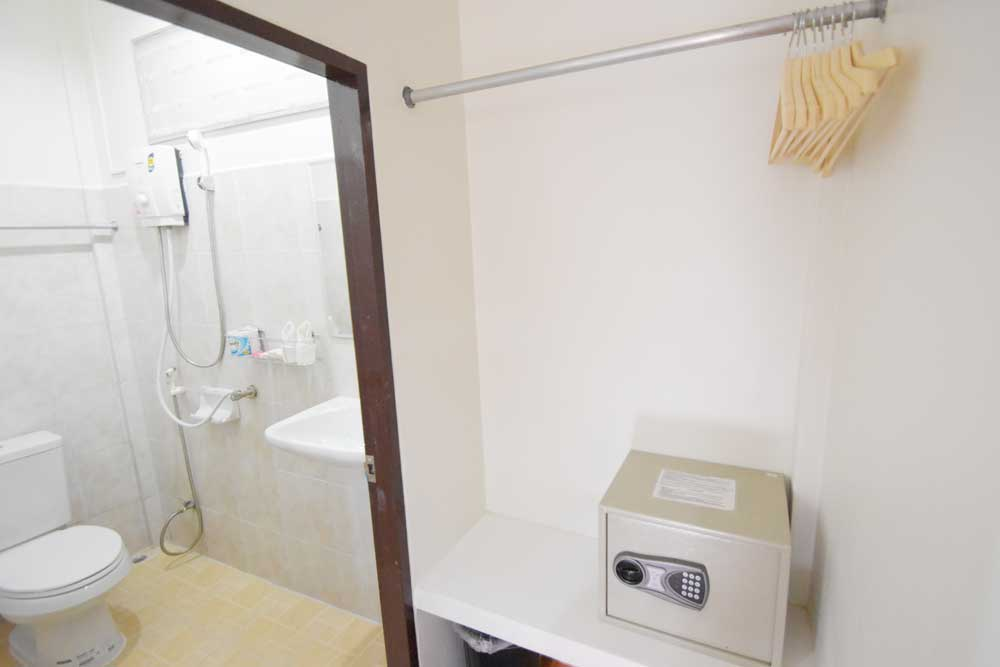 Air conditioned bungalow in Sairee